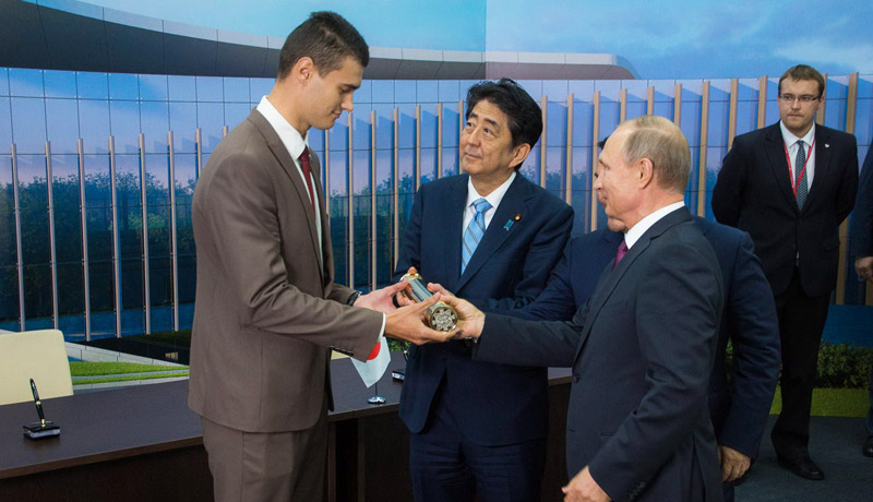Presidents of three countries handed FEFU students capsule with message for judo center