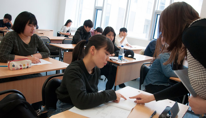 Japanese school students learn Russian language and culture in FEFU