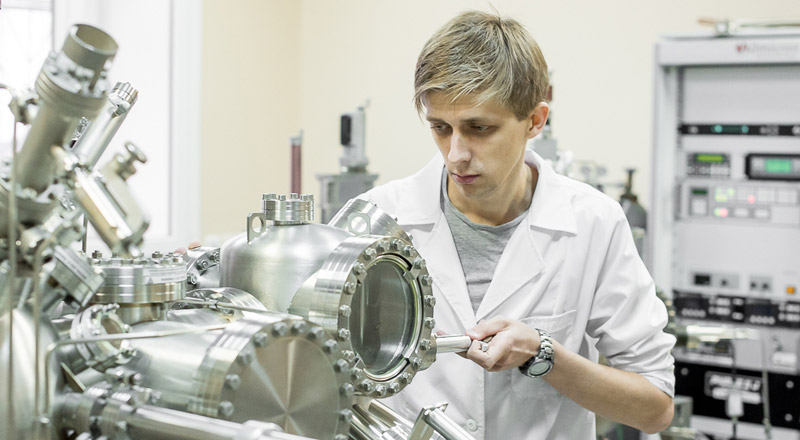 FEFU researchers' project for creating superfast electronics received joint grant from Russia and China
