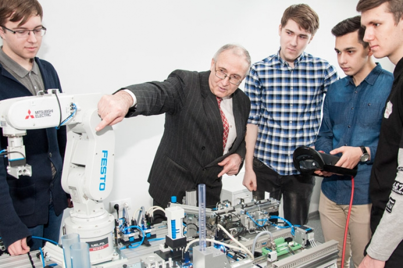 FEFU researchers to develop new generation of intellectual robotics