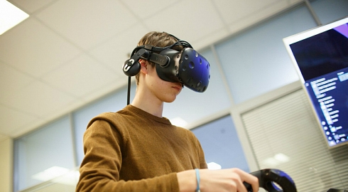 The best FEFU inventors to receive grants for VR projects