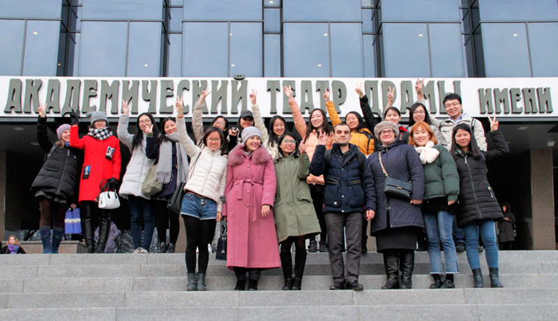 FEFU international students learn Russian in theaters and museums