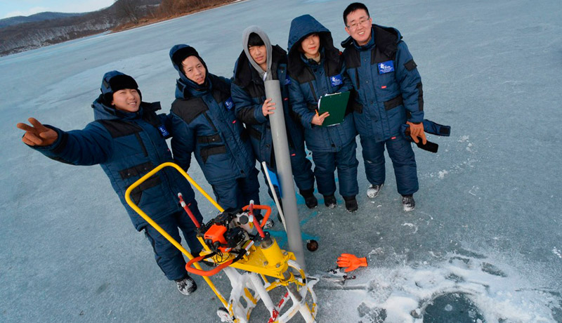 Ice Mechanics School in FEFU: 30 participants, 25 tons of ice and 1,500 experiments