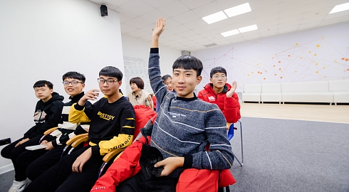 High school students from China participate in FEFU International Winter School